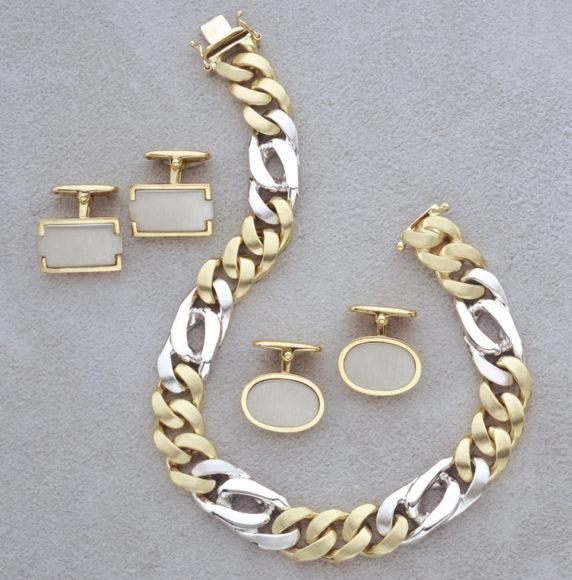 29.-Cuffs