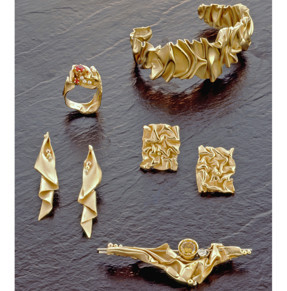 9.-Gold